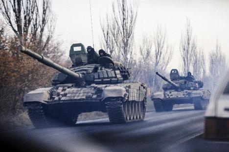 В углегорск танки и пехота боевиков