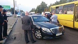 В Киеве полицейские остановили кортеж Суркиса за нарушение ПДД