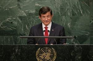 Премьер Турции требует обеспечить права и безопасность крымских татар