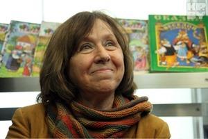 Порошенко эмоционально поздравил Алексиевич с Нобелевской премией