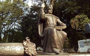 В Полтаве презентовали памятник гетману Мазепе