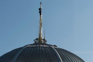 Звезду на шпиле здания ВР заменили на Трезубец