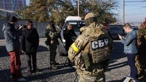 """В офисе """"УКРОПа"""" изъяли $1 млн, оружие и аппаратуру для прослушки"""