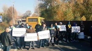 Акция #Порошокин: активисты поставили у дома Порошенко чучело Шокина