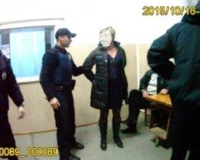 Во Львове преподавательница физкультуры избила полицейских