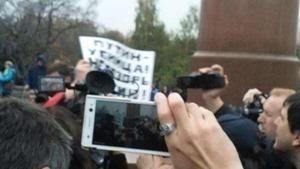 В Москве на антивоенном митинге полицейские задержали двух человек