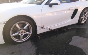 Блокаду Крыма пытался прорвать водитель на белом Porsche