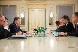 Порошенко провел встречу с послами Меркель и Олланда