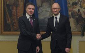 Яценюк встретился с премьер-министром Эстонии Рийвасом