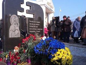 В Мариуполе прошел митинг-реквием в память годовщины обстрела