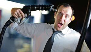 В ОАЭ бензин в разы стоит дешевле питьевой воды