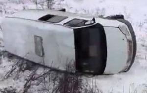 В сети появилось видео, как в Донецке перевернулся автобус с сепаратистами