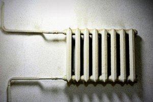 Яценюк рассказал, в каких случаях можно не платить за отопление
