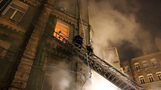 В Киеве произошел пожар в жилом доме, один человек погиб, трое пострадали