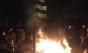 Спецназ вытеснил митингующих из здания парламента Молдовы