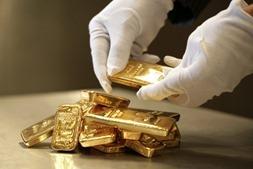 Мировые цены на золото вновь выросли