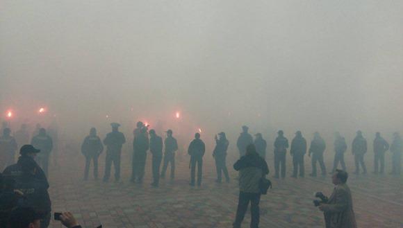 Представители общественного корпуса «Азов» устроили густую дымовую завесу под ВР