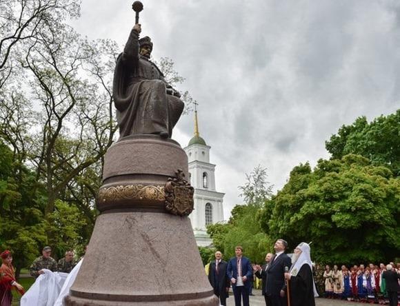 Порошенко открыл памятник Ивану Мазепе в Полтаве