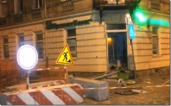 Вандалы вбалаклавах взорвали банкомат воЛьвове иневзяли денежных средств