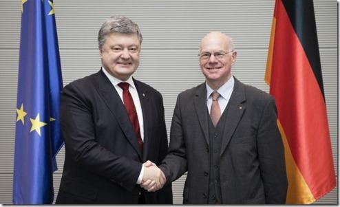 Порошенко просит Германию признать Голодомор актом геноцида украинцев