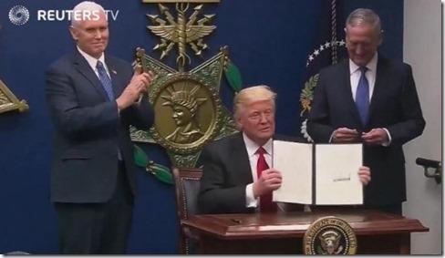 Апелляционный суд США оставил всиле запрет указа Дональда Трампа обеженцах
