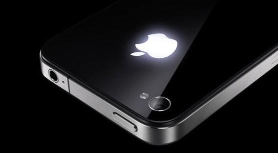 Логотип Apple на задней панели iPhone