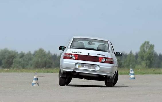 Тест на управление автомобилем для проверки исправности амортизаторов