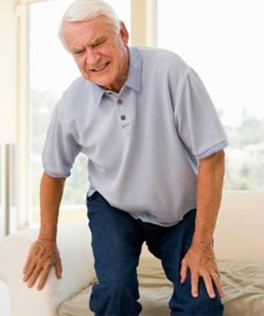 Боль в коленях у пожилых людей