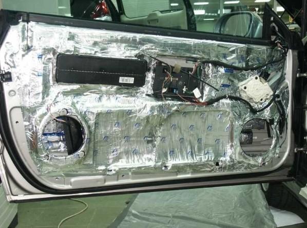 установка шумоизоляции в дверь автомобиля